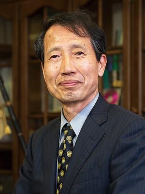 学長 阿部 芳吉